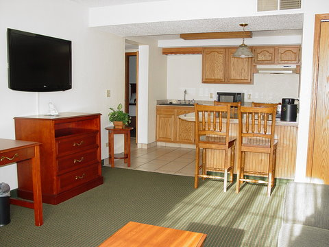 BEST WESTERN PLUS Longbranch Hotel & Convention Center - Two Bedroom Suite w  Kitchen   Hot Tub