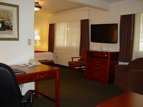 BEST WESTERN PLUS Longbranch Hotel & Convention Center - Queen Extended Suite w  kitchenette