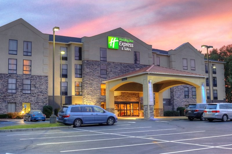 HOLIDAY INN EXP STE BLYTHEWOOD