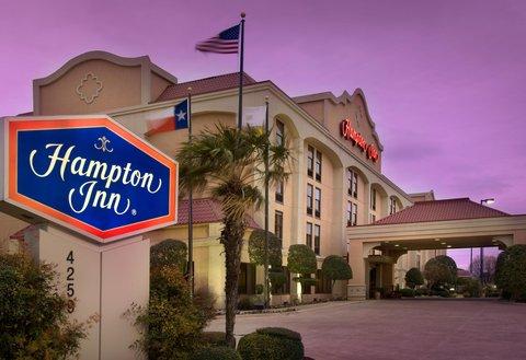 Hampton Inn Waco - Hotel Exterior - Dusk