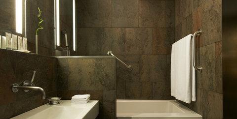 Le Meridien Barcelona - Bathroom