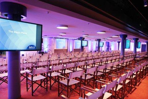 Radisson Blu Hotel, Berlin - Meetings   Events Domlounge Room Nikolai 1