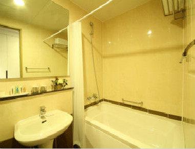 Ramada Seoul Jongno - Bathroom