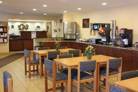 Americas Best Value Inn Grand Forks - Lobby and Breakfast Area