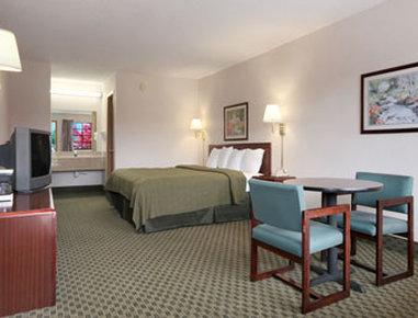 Days Inn Fayetteville - Standard King Bed Room
