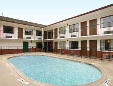 Days Inn Fayetteville - Pool