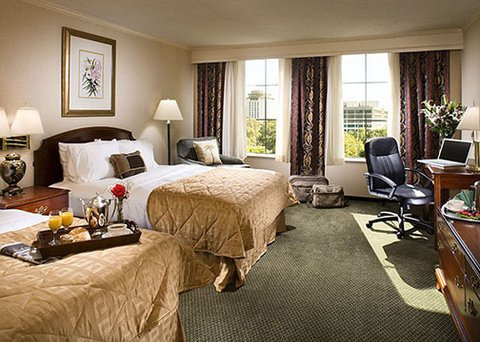 Clarion Hotel Downtown - guest room