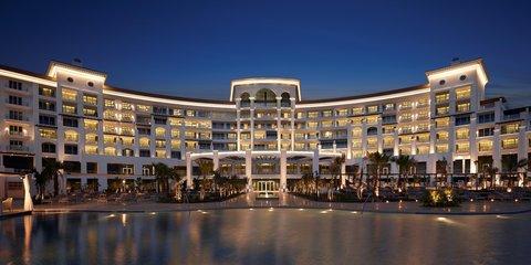 والدورف أستوريا دبي بالم جميرا - Hotel Exterior at Night