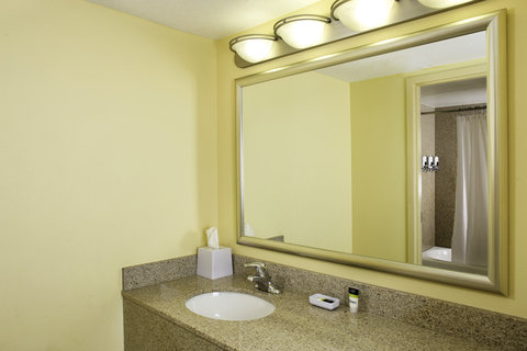 Four Points by Sheraton Cocoa Beach - Guest Bathroom