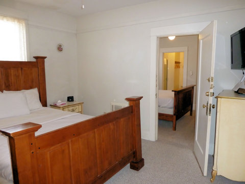 Americas Best Value Inn - Two Queen Beds with Connected Rooms