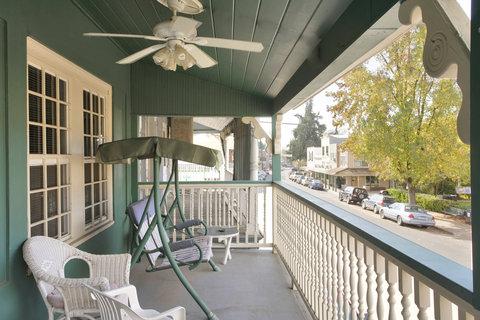 Americas Best Value Inn - Balcony