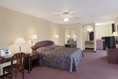 Americas Best Value Inn Gainesville - King Suite