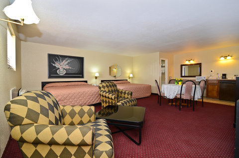 Americas Best Value Inn Refugio - Two King Suite