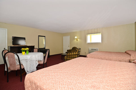 Americas Best Value Inn Refugio - Two King Suite Two