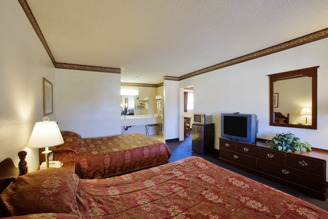 Americas Best Value Astoria Inn and Suites - Two Queen Beds