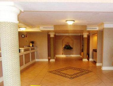 Baymont Inn & Suites Grand Prairie - Lobby
