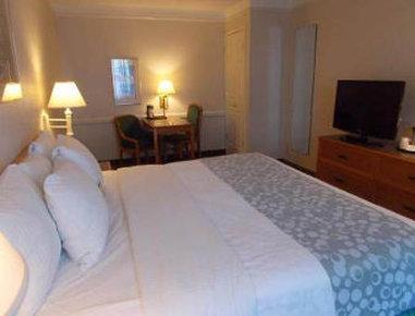 Baymont Inn & Suites Grand Prairie - Grand Prairie ADA Room