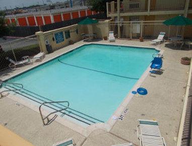 Baymont Inn & Suites Grand Prairie - Pool