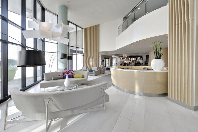 Radisson Hotel Admiral Toronto-Harbourfront 前厅