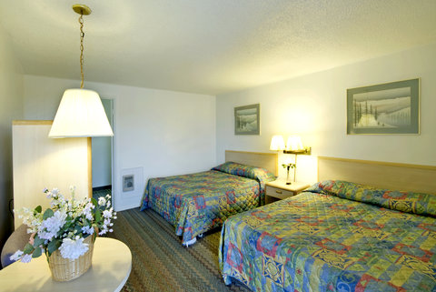 Americas Best Value Inn and Suites Eureka - Two Queen Beds