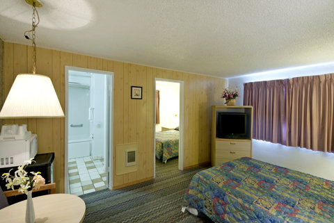 Americas Best Value Inn and Suites Eureka - One Queen Bed