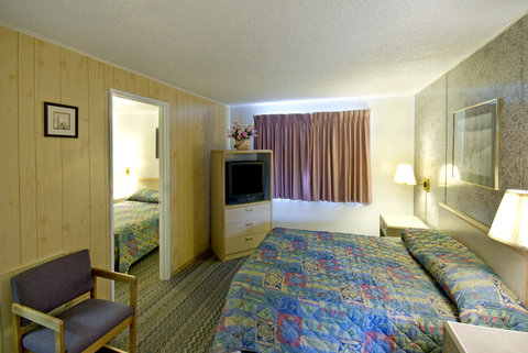 Americas Best Value Inn and Suites Eureka - Family Suite