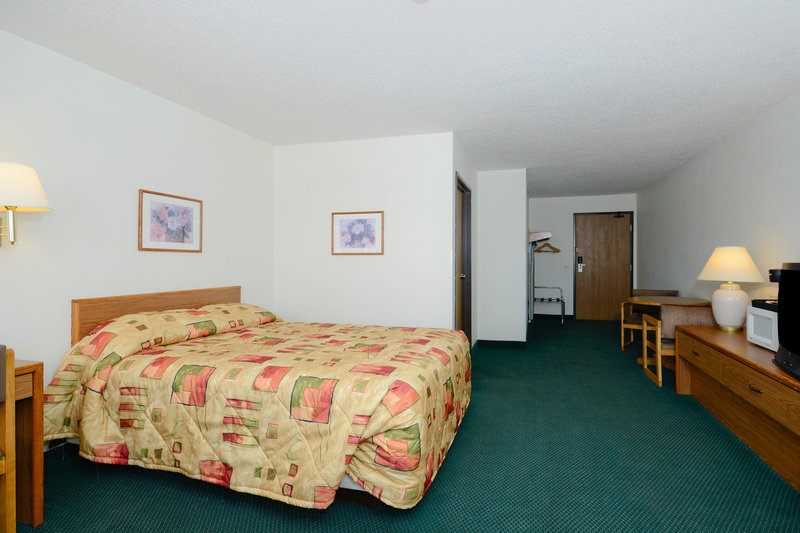 Americas Best Value Inn - Charlotte, MI