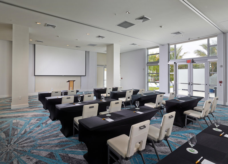 Hotel Courtyard Miami Beach Oceanfront 会議室