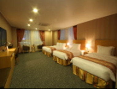 Ramada Seoul Jongno - 1 King Bed and 2 Single Bed Suite