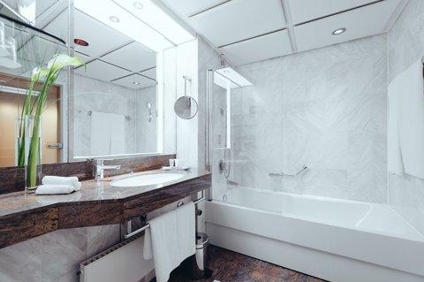 غراند إيليسي هامبورغ - Bathroom Alcove Room at GRAND ELYSEE Hamburg
