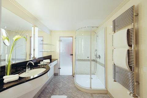 غراند إيليسي هامبورغ - Bathroom Corner Suite at GRAND ELYSEE Hamburg