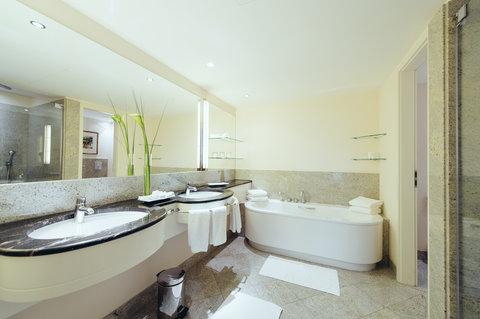 غراند إيليسي هامبورغ - Bathroom Grande Suite at GRAND ELYSEE Hamburg