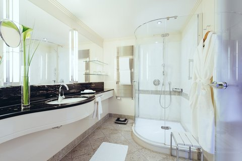 غراند إيليسي هامبورغ - Bathroom Park South Room at GRAND ELYSEE Hamburg