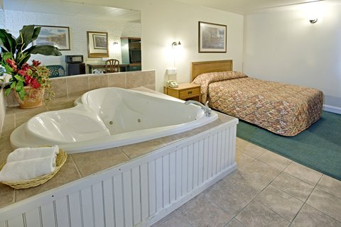 Americas Best Value Inn Cambridge - Jacuzzi Room