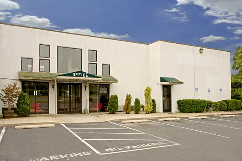 Americas Best Value Inn Cambridge - Front Exterior