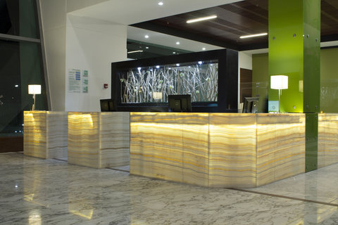 Holiday Inn QUERETARO ZONA KRYSTAL - Front Desk at the Lobby