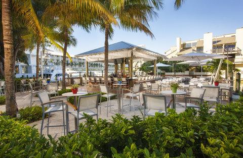 هيلتون فورت لودرديل مارينا - G-Bar Poolside Restaurant