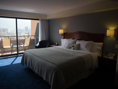 Embassy Suites by Hilton Caracas - King Guestroom
