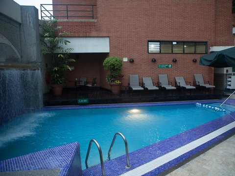 Embassy Suites by Hilton Caracas - Pool Daytime