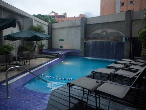 Embassy Suites by Hilton Caracas - Daytime Pool