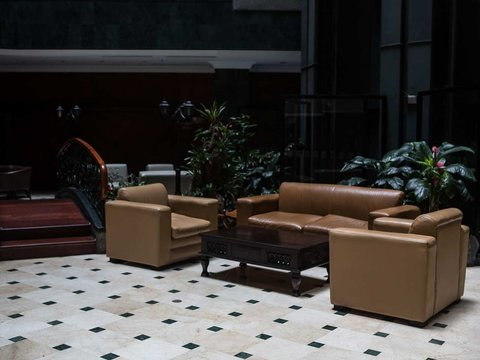 Embassy Suites by Hilton Caracas - Lobby Sitting Area