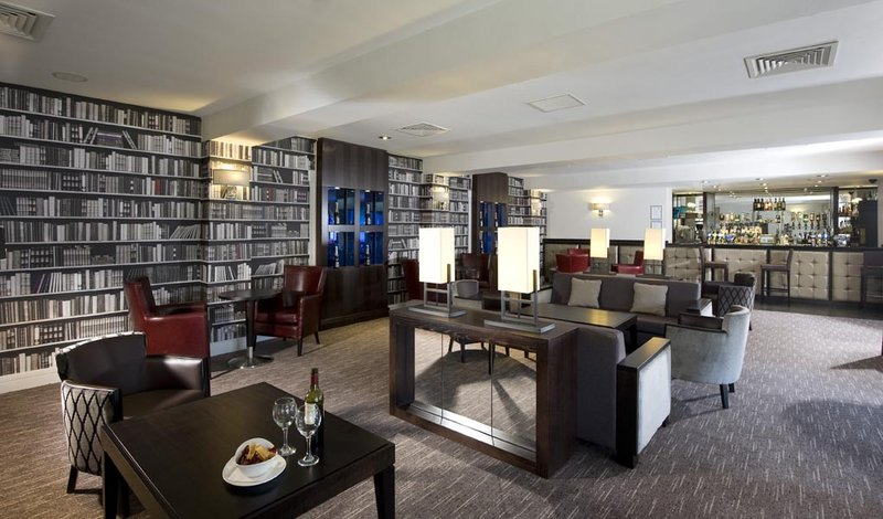 Holiday Inn Birmingham-Bromsgrove 酒吧/休息厅