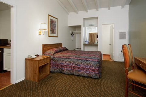Americas Best Value Inn - Queen Studio