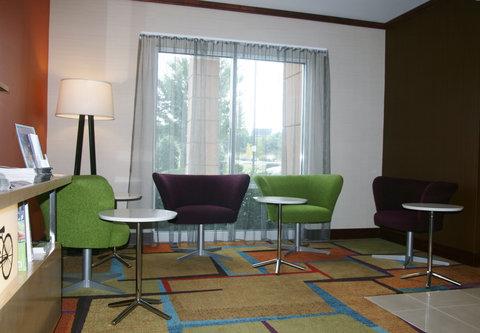 Fairfield Inn & Suites Birmingham Fultondale/I-65 - Lobby Sitting Area