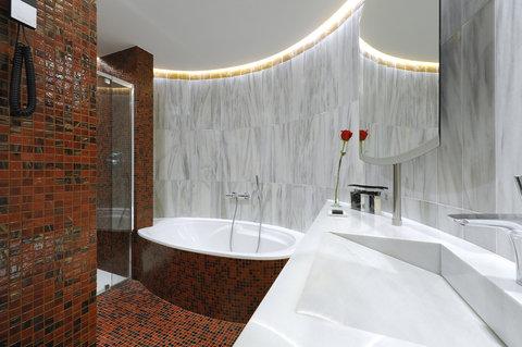 فندق كلاريس جي إل - Executive Room Bathroom