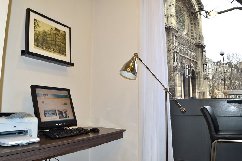Quality Hotel Malesherbes - St Augustin Miscellaneous