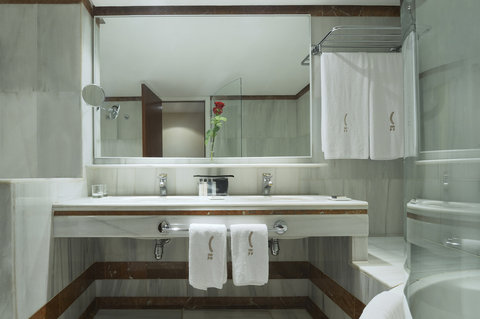 فندق كلاريس جي إل - Claris Superior Room Bathroom