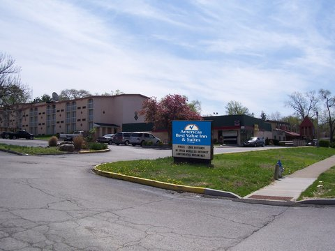 Americas Best Value Inn Bloomington - Exterior with Sign