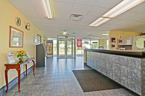 Americas Best Value Inn Bloomington - Front Desk