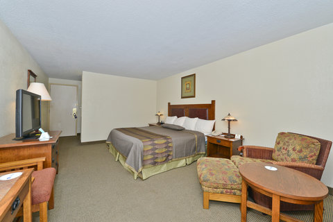 BEST WESTERN Prairie Inn & Conference Center - King Courtyard Room